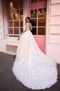 Elegantes Hochzeitskleid mit Schleppe